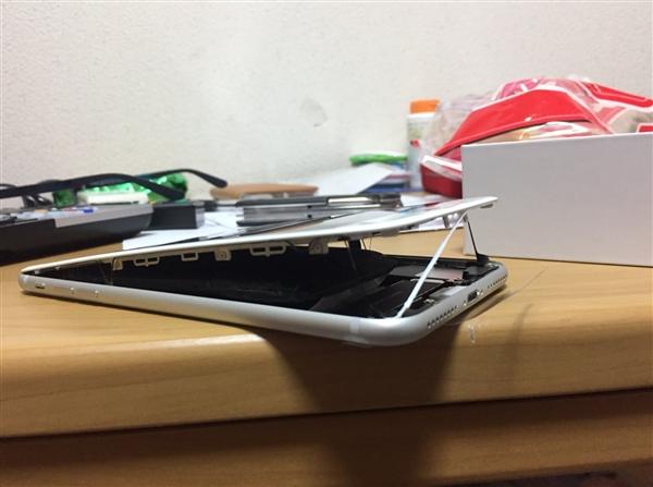 全球首例!日本一台iPhone 8 Plus自行爆裂:电池鼓包